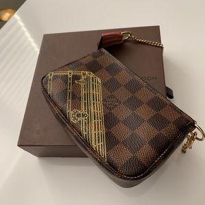 Limited addition Louis Vuitton mini Pochette
